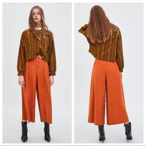 NWT. Zara Orange Cropped Trousers. Size XL.